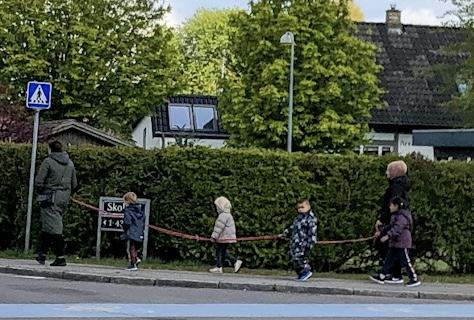 2 meter snoren for børnehaver på tur i en covid19 tid
